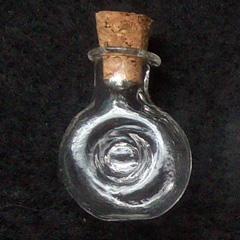 Фигурная стеклянная баночка с пробкой